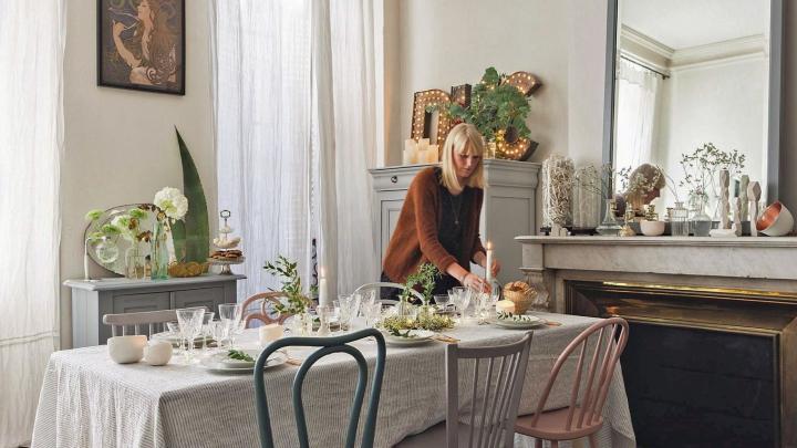 salle-a-manger-interieur-haussmannien-cheminee-table-vaisselle_5767615.jpg